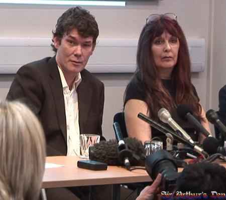 Gary McKinnon con sua madre, gennaio 2009